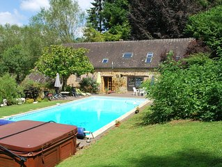 Cottage with shared swimming pool, hot tub, fishing, tennis, UK TV and Wi-Fi