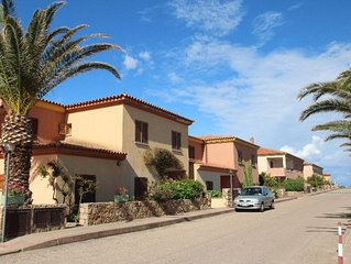 2 bedroom Apartment, sleeps 6 with Walk to Beach & Shops