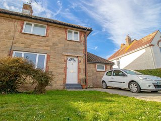 Lane End Cottage Bembridge, Four Bedrooms Close To Beaches And Amenities.