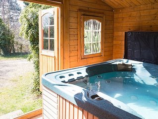 Ralph's Spa Barn  self catering.OWN  Hot Tub Wifi 49' widescreen TV new