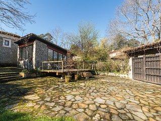 Casa de piedra ubicada en la encantadora aldea de Lledias