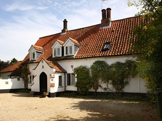 The Norfolk Chantry: Luxurious & Spacious Holiday Home in North Norfolk