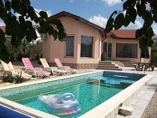 3 bedroom en-suite Villa. Private pool. WiFi/Sat/TV. Near Golf & Sea