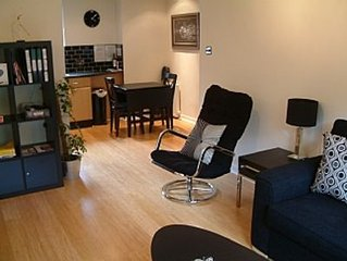 4 Star Boswell One-Bedroom Self Catering Apartment - Quiet - Parking - Wifi -Sky