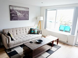 Modern 2BR Flat in King's Cross, Central London by HAPPYGUEST