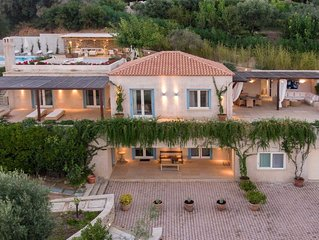 GoldieLocks 6-Bedroom Beachfront Villa Skiathos