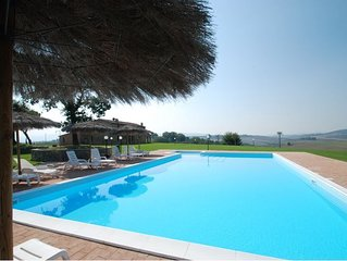 Villa 13 posti letto con piscina privata.