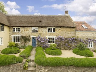 Myrtle Cottage is a Grade II thatched cottage sleeping 6 guests beautiful beache