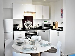 Stylish 4 bed apartment in great location