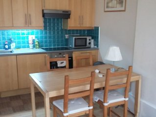 Central traditional second floor flat opposite Mitchell Library. Very spacious