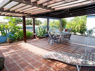 Zeer toegankelijke luxe vrijstaande studio met groot terras.