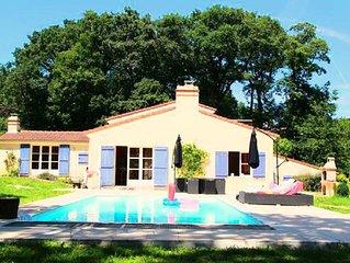 Magnifique Villa au ❤️ des bois avec piscine (300 m2, 22 personnes, 15mn Nantes)