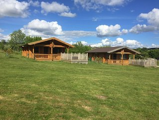 Luxurious Log cabin with hot tub, pet friendly