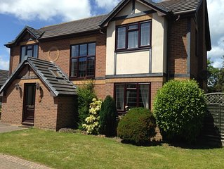 Ideally located detached 4 bedroom family holiday home, close to beach and shops