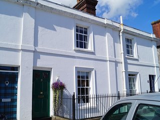 Townhouse with 3 bedrooms, 3 bathrooms and pretty garden