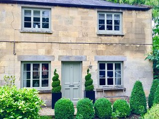 A Stylish, Dog-Friendly Cottage. Log Fire, Beautiful Garden & Private Parking
