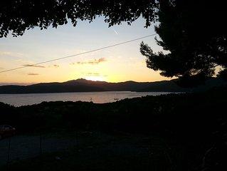Isola d'Elba, bilocale con terrazza vista mare al tramonto