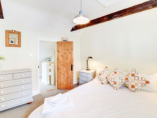Knot Cottage - One Bedroom House, Sleeps 2