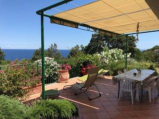 Villa con vista mare 180°  immersa nel verde con ampia terrazza e parco