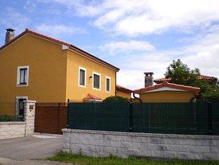 Casa cerca de la playa, barbacoa, WiFi, sala juegos, jardín