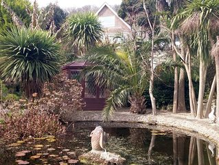 Large & Picturesque Holiday Cottage in Ventnor with Beautiful Gardens & Seaview