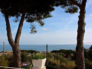 Casa in villa, tranquillissima, giardino alberato e super vista mare