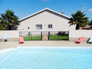 This 3-bedroom villa for up to 8 guests is located in Torres Vedras and has a pr