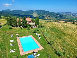Villa in Campiglia D'orcia with 8 bedrooms sleeps 16