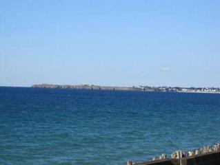 Les pieds dans l'eau et une vue imprenable sur la plage du sillon...
