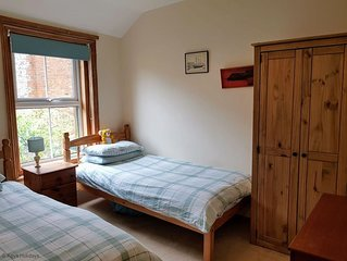 Traditional Victorian house with a quiet secluded courtyard garden. 4* Enjoy Eng