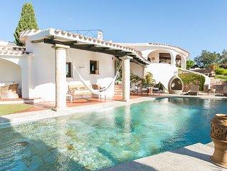 Villa panoramica con piscina privata, 5 minuti a piedi dal centro di Porto Cervo