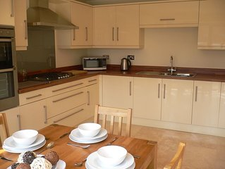 SUPERB 5 star guest rated 3 bed 2 bath home in the HEART of Lymington
