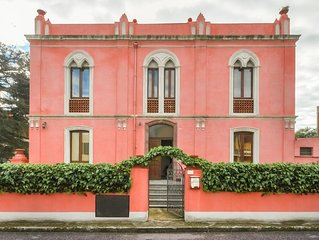 The Pink Palace, Apartment La Campagna, 100m from an award winning beach