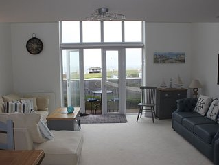 View of the Sea and Isle of White, Luxury House, private garden, listed April18