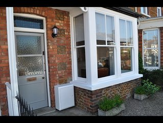 Victorian seaside house, sleeps 4 in 2 bedrooms, close to beach and town