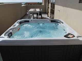 GetawaysMalta - Seashells 13 Seaview Penthouse With Hot Tub / Jacuzzi in Bugibba