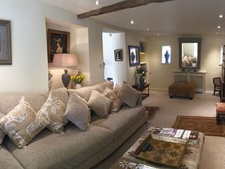 Stunning Interior Designed 2 bedroom House in the center of Chipping Campden