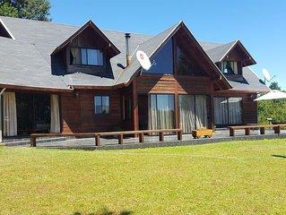Pucon Chile, Parque Los Arrayanes & Salon de Eventos. Amplio Chalet para 15 pas