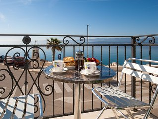Riva Mare★Bright 1 BR apt for 4★in center★2 balconies with sea view