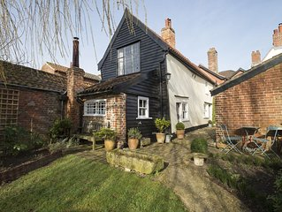 Charming 15th century cottage in elegant and historic Hingham