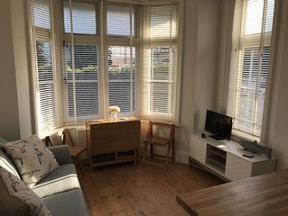 Charming 2 br apartment next to worthing station, close to town and seafront
