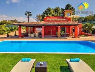 Elegante villa con piscina vicina ad incantevoli bellezze storiche e naturali
