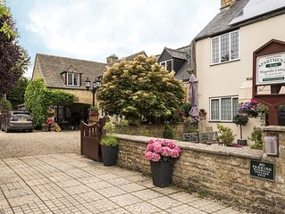Chestnut Apartment in Cotswold village of Bourton.