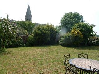 'La maison de Claire'...avec terrasse, jardin et place de parking Bayeux centre