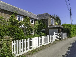 5 Bed/5 bath secluded holiday cottage with stunning views overlooking the solent
