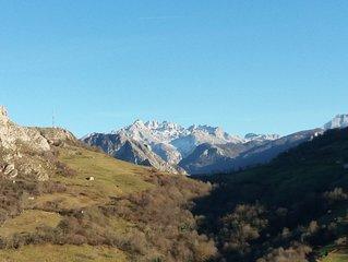 La cabana de Pin con vistas a los Picos de Europa