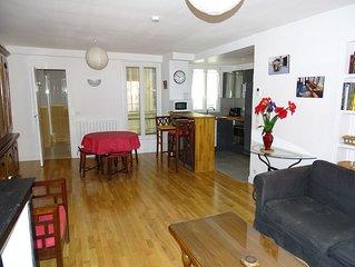 Joli petit appartement meublé àmoins de 10 km de Paris , à 10 mm de la Défense