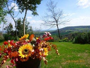 Nelle colline toscane panoramica casa vacanze con giardino privato