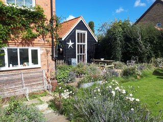 Simple and stylish Ex Farm Cottage, North Norfolk, 4 miles from sandy beaches
