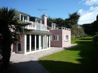 Maison rénovée et grand jardin à deux pas de la plage